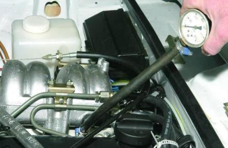 Проверка давления в топливной рампе