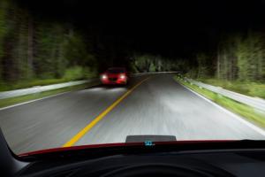 Свет фар на дороге