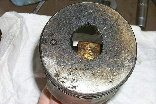 Стук в двигателе — в чём причины и почему двигатель стучит?